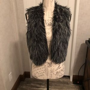 Ny collection grey & black faux fur cropped vest L